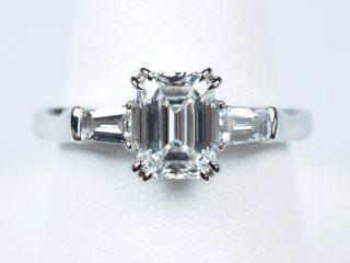 1カラットダイヤモンド エメラルドカット 婚約指輪 ハリー・ウィンストン・スタイル