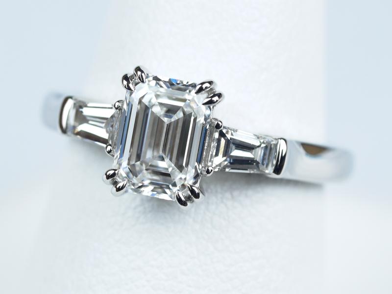 エメラルドカット ハリー 婚約指輪