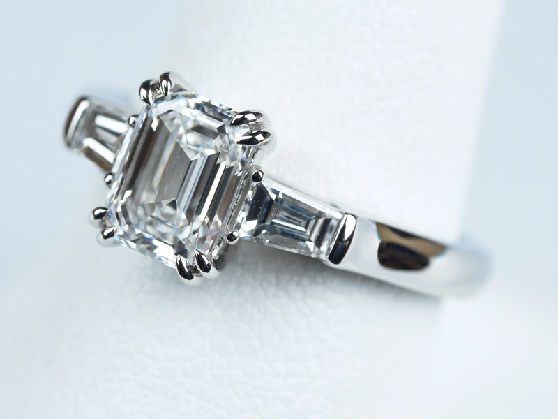 エメラルドカット 1カラット 婚約指輪