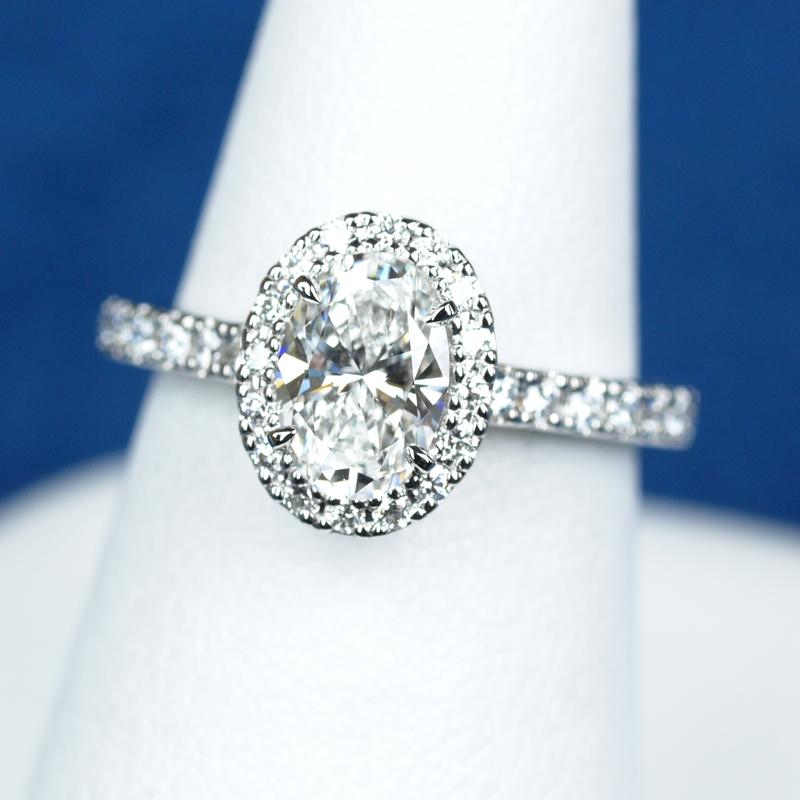 オーバルカット 0.7カラット 婚約指輪