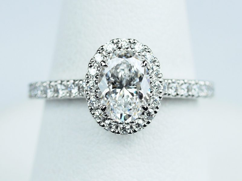 オーバルカットダイヤモンドの指輪 0.75ct D VVS1