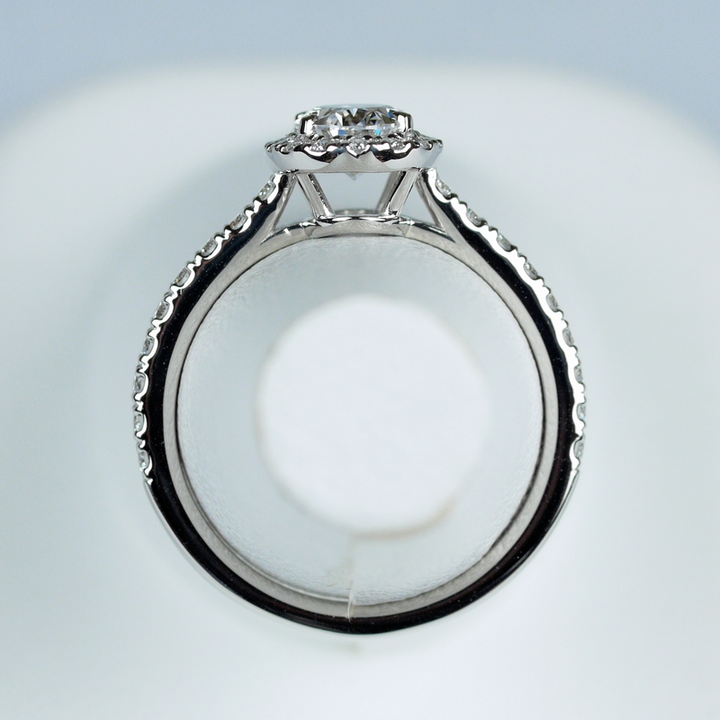 オーバルカット ダイヤモンド 指輪