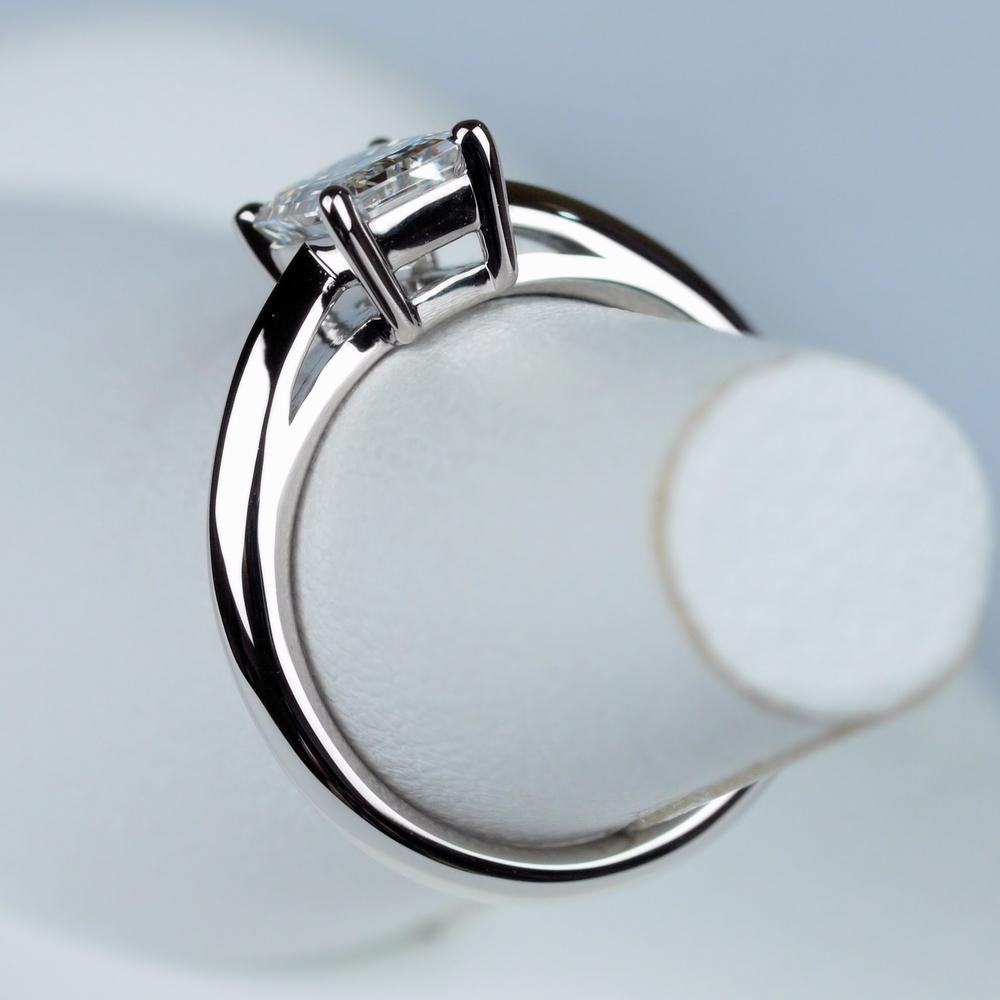 0.9カラット エメラルドカット 指輪