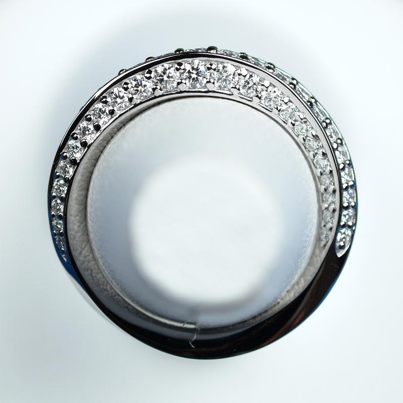 メビウス 結婚指輪 ダイヤモンド
