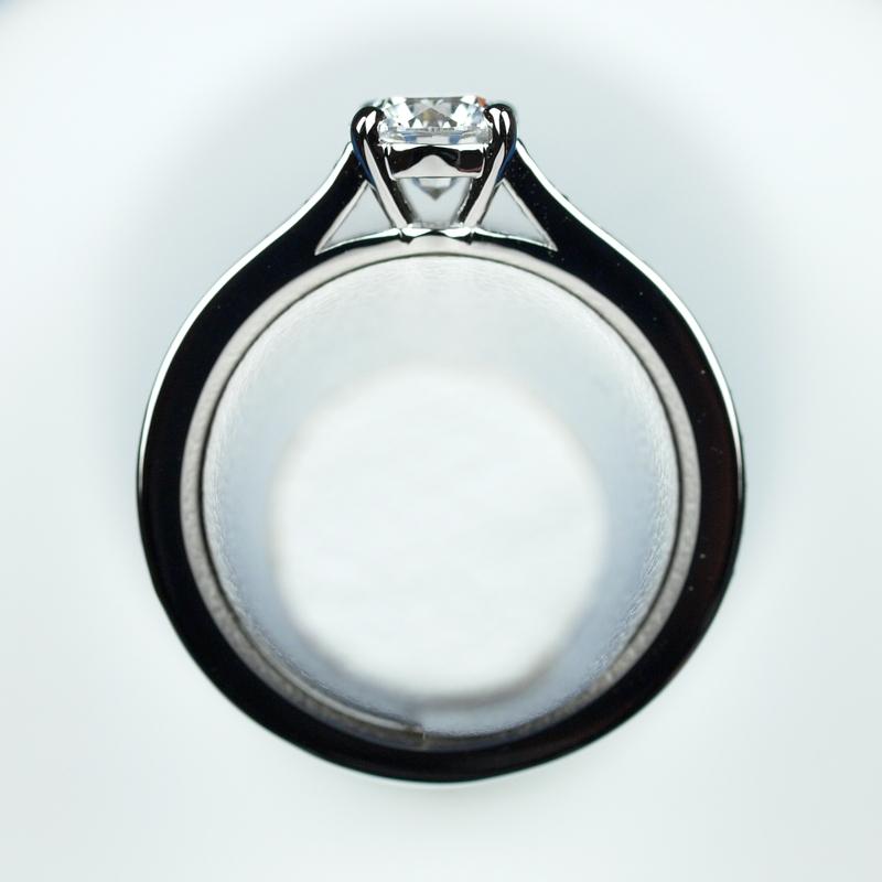婚約指輪 Dカラー ダイヤモンド