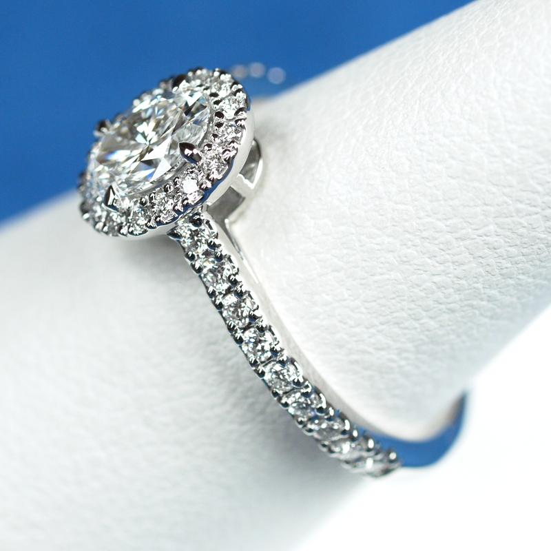 0.5カラット オーバルカット ソレスト 婚約指輪