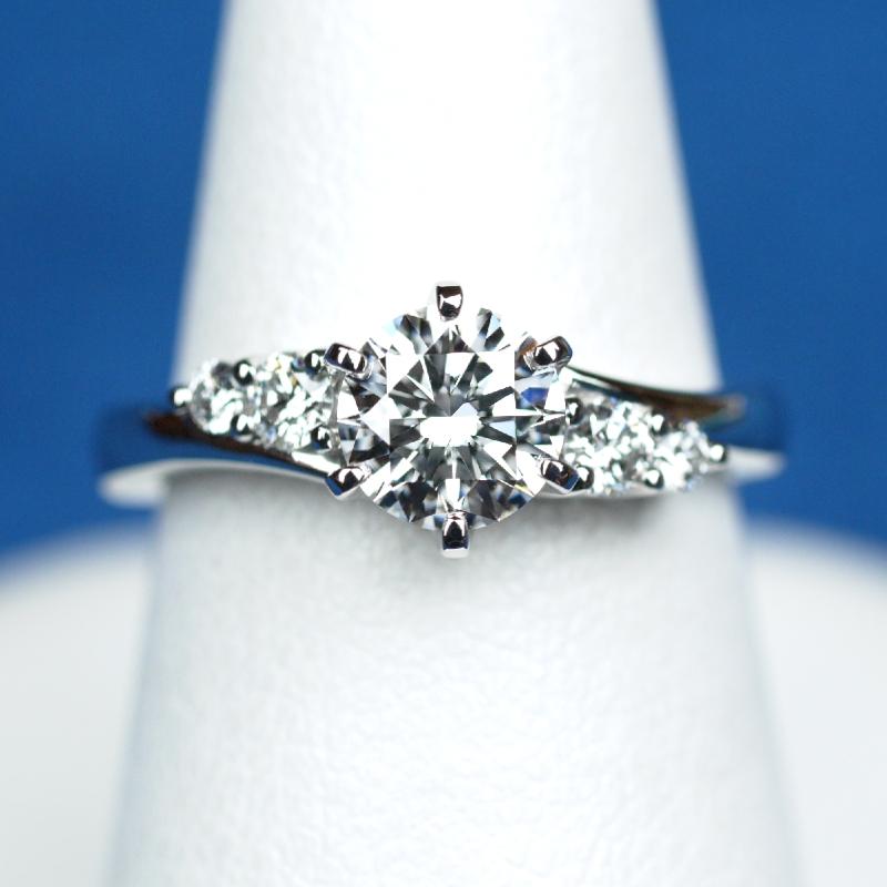 0.7カラット ダイヤモンド 婚約指輪