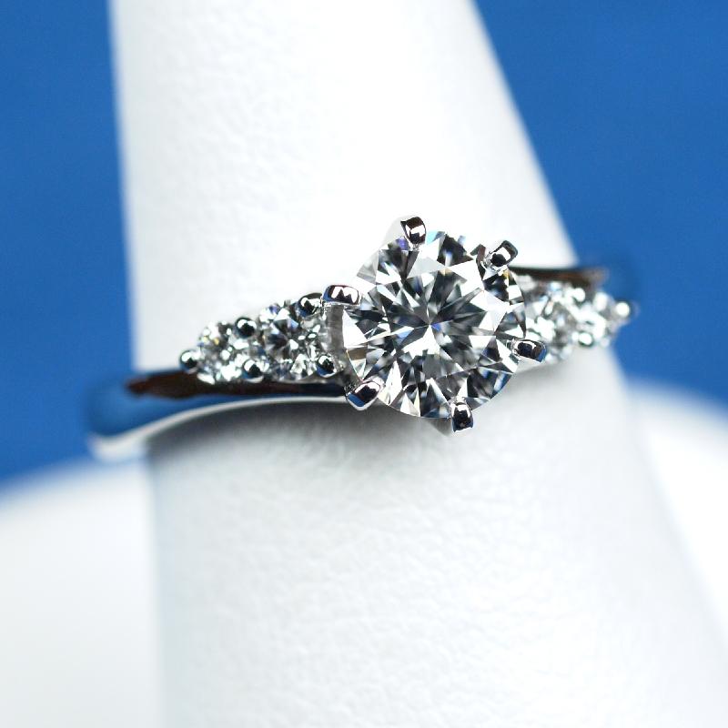 0.7カラット 婚約指輪 ダイヤモンド