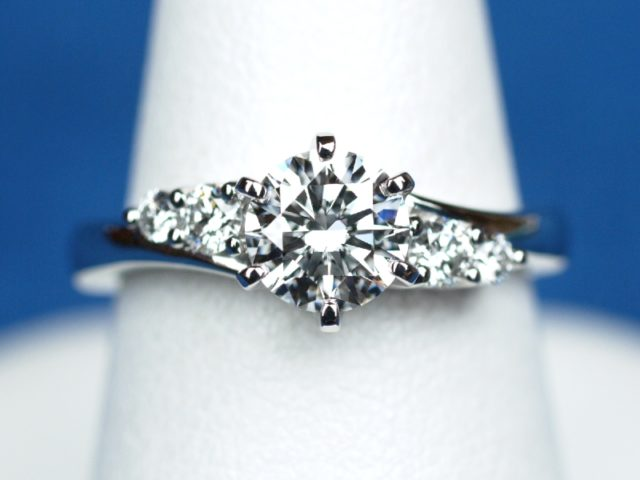 0.70ct婚約指輪