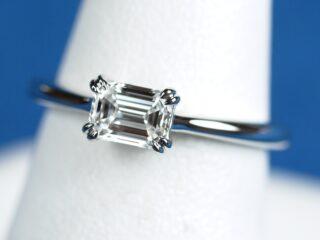 エメラルドカットの婚約指輪 0.43ct D IF 可憐の中にこだわりを詰め込んで