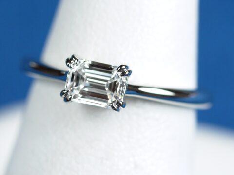 エメラルドカット 婚約指輪 インターナリーフローレス