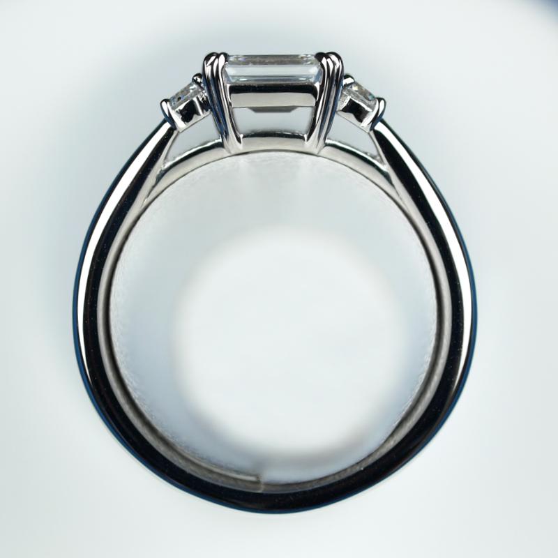 定年退職 お祝い エメラルドカット 指輪