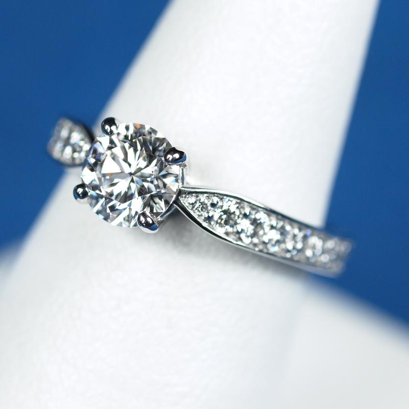 ティファニーの結婚指輪に合わせる婚約指輪